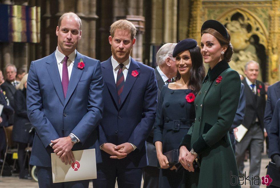 El Príncipe Guillermo y Kate Middleton y el Príncipe Harry y Meghan Markle en la misa por el centenario del final de la I Guerra Mundial