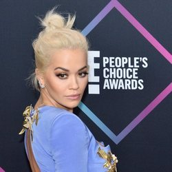 Rita Ora en la alfombra roja de los People's Choice Awards 2018