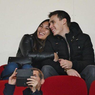 Louis Ducruet y Marie Chevallier muy enamorados en un partido de fútbol
