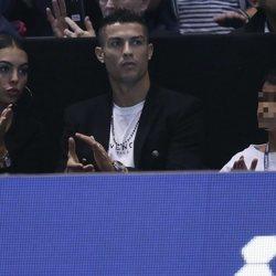 Georgina Rodríguez y Cristiano Ronaldo disfrutando de un partido de tenis con Cristiano Ronaldo Junior