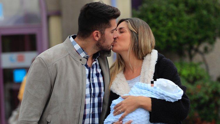 Cristian Toro y Susana Salmerón besándose
