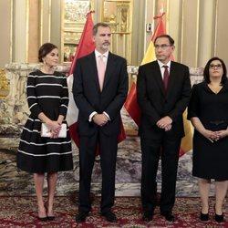 Los Reyes Felipe y Letizia con el presidente de Perú, Martín Alberto Vizcarra, y su esposa
