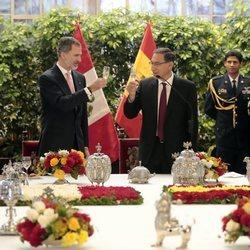 Los Reyes Felipe y Letizia almuerzan con el presidente de Perú, Martín Alberto Vizcarra, y su esposa
