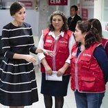 La Reina Letizia visita el Centro de Emergencia Mujer de Lima