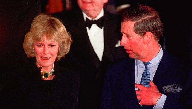 Primera aparición pública como pareja del Príncipe Carlos y Camilla Parler-Bowles