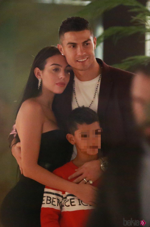Geogina Rodríguez y Cristiano Ronaldo muy cariñosos con Cristiano Ronaldo Junior en Londres