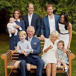 El Príncipe Carlos con Camilla Parker, los Duques de Cambridge y sus hijos y el Príncipe Harry y Meghan Markle