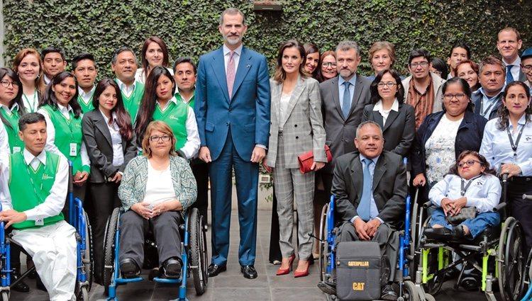 Los Reyes Felipe y Letizia en la Oficina Tecnica de Cooperacion de Perú