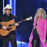 Brad Paisley y Carrie Underwood durante su actuación en los Country Music Association Awards 2018