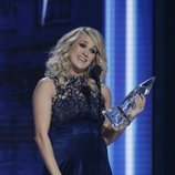 Carrie Underwood recogiendo su premio de los Country Music Association Awards 2018