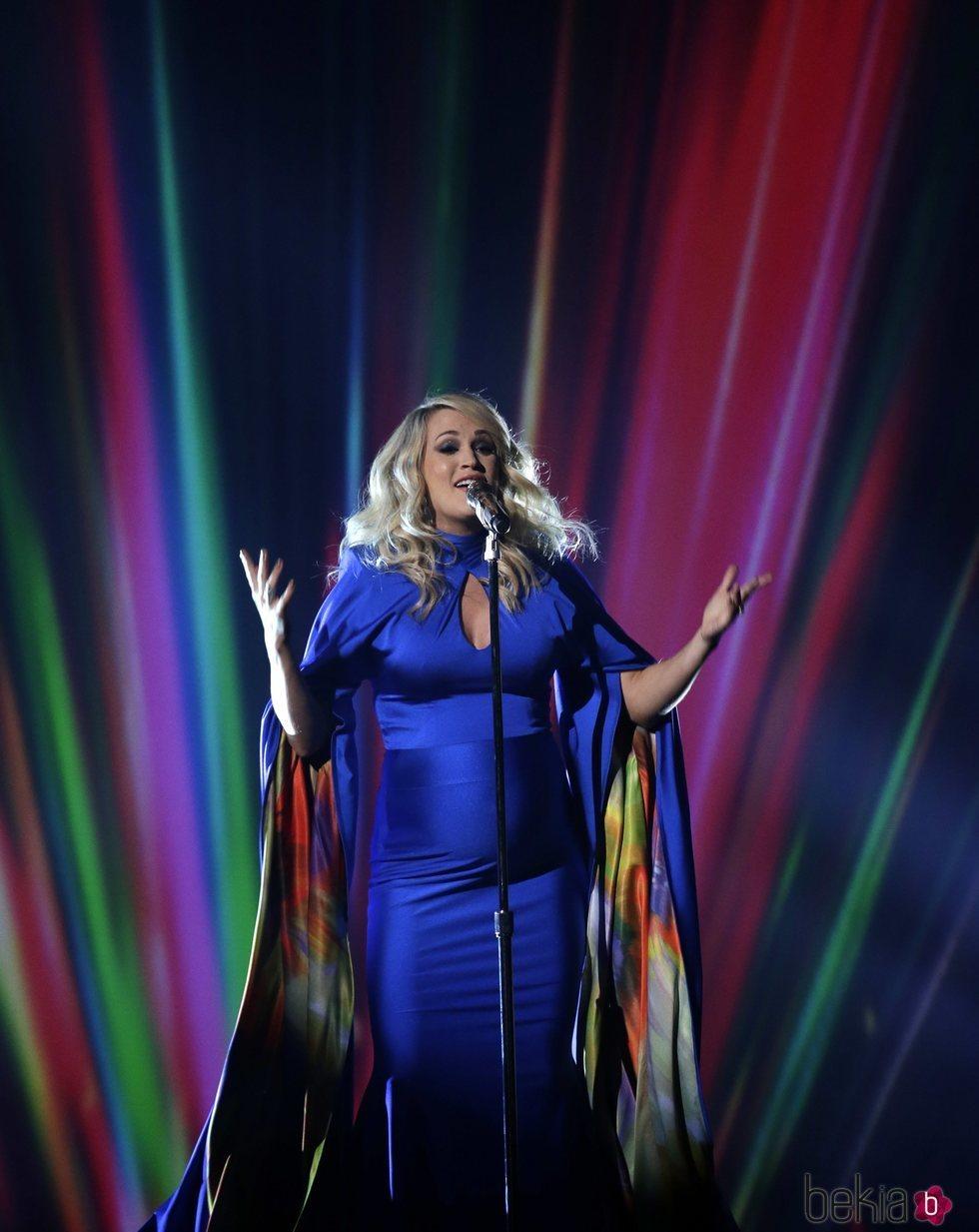 Carrie Underwood durante su actuación en los Country Music Association Awards 2018
