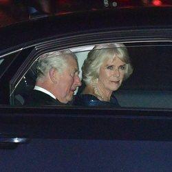 El Príncipe Carlos y Camilla Parker en la cena por el 70 cumpleaños del Príncipe de Gales