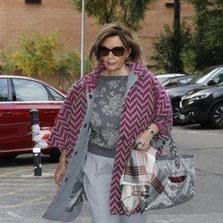 María Teresa Campos acude a visitar a su hija Terelu Campos al hospital tras pasar la noche ingresada