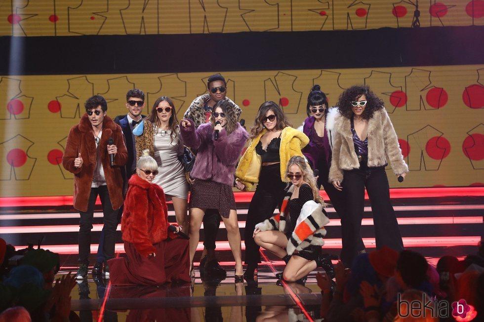 Los concursantes de 'OT 2018' en la canción grupal durante la Gala 8