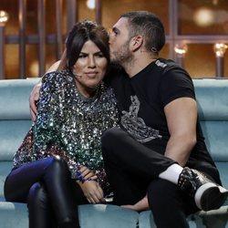 Omar Montes y Chabelita Pantoja dándose cariño en directo de 'GH VIP6'