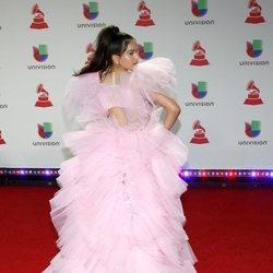 Rosalía en la alfombra roja de los Grammy Latinos 2018