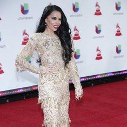 Beatriz Luengo en la alfombra roja de los Grammy Latinos 2018