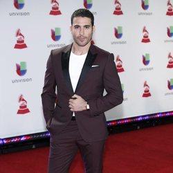 Miguel Ángel Silvestre en la alfombra roja de los Grammy Latinos 2018