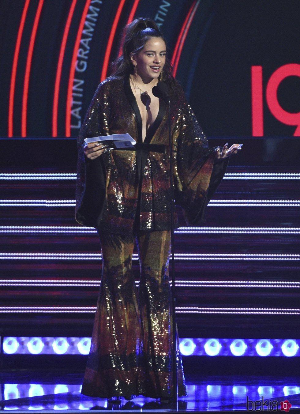 Rosalía en la gala en los Grammy Latinos 2018