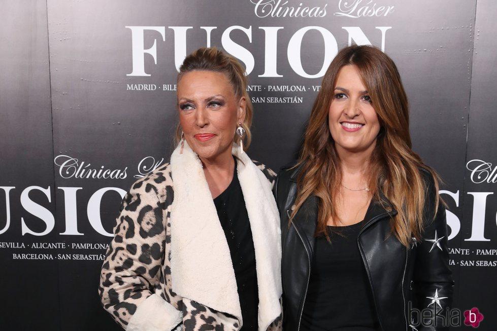 Lydia Lozano y Laura Fa posando en un evento de Mila Ximénez