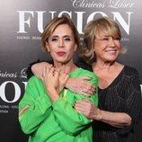 Ágatha Ruiz de la Prada y Mila Ximénez  abrazándose