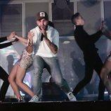 Kiko Rivera cantando en la presentación de su single 'Mentirosa'