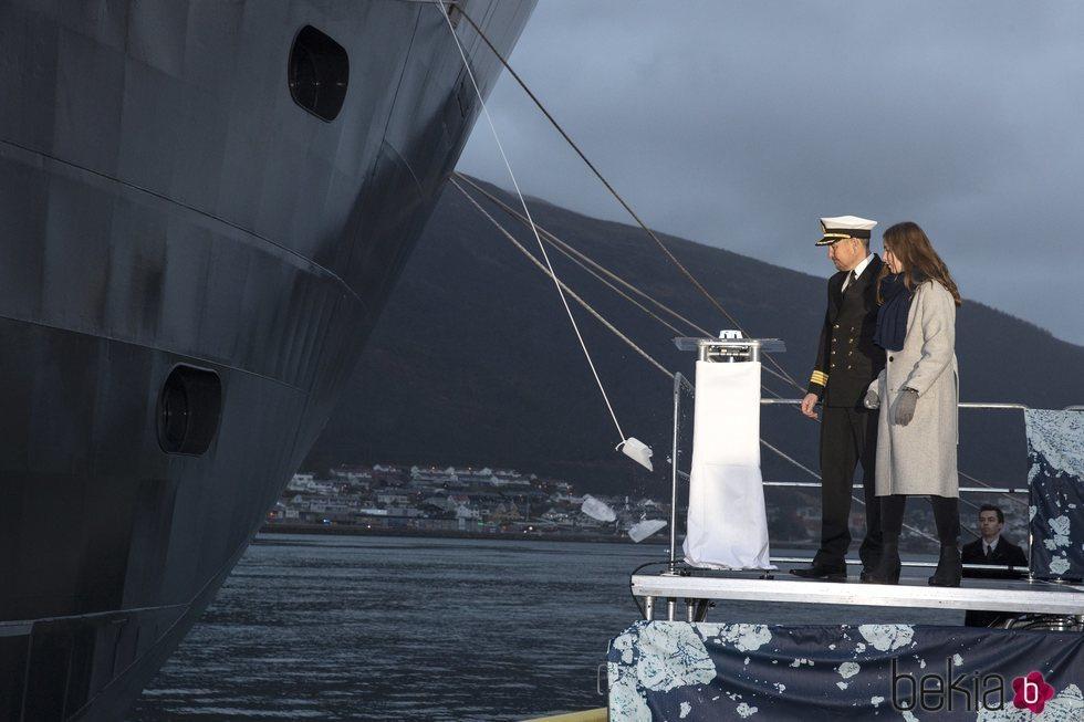 Ingrid Alexandra de Noruega bautiza el barco Príncipe Haakon