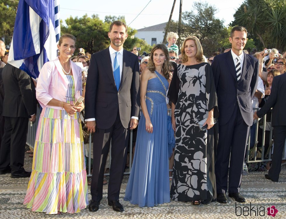 Los Reyes Felipe y Letizia, la Infanta Elena, la Infanta Cristina e Iñaki Urdangarin en la boda de Nicolás de Grecia y Tatiana Blatnik