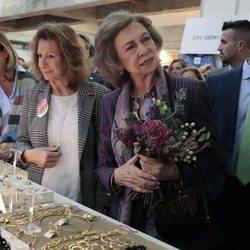 La Reina Sofía en uno de los puestos del Rastrillo Nuevo Futuro 2018