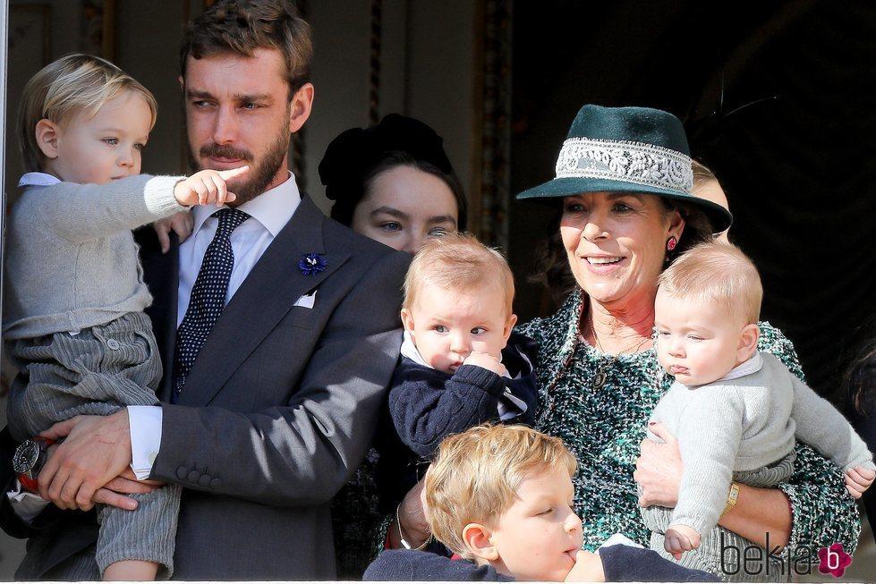 Pierre Casiraghi con sus hijos y sus sobrinos junto a la Princesa Carolina en el Día Nacional de Mónaco 2018