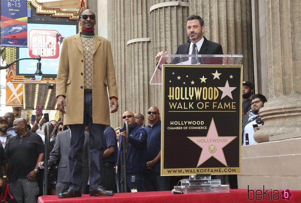 Snoop Dogg y Jimmy Kimmel en el Paseo de la Fama de Hollywood