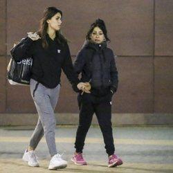 Sofía Suescun y Maite Galdeano paseando muy unidas