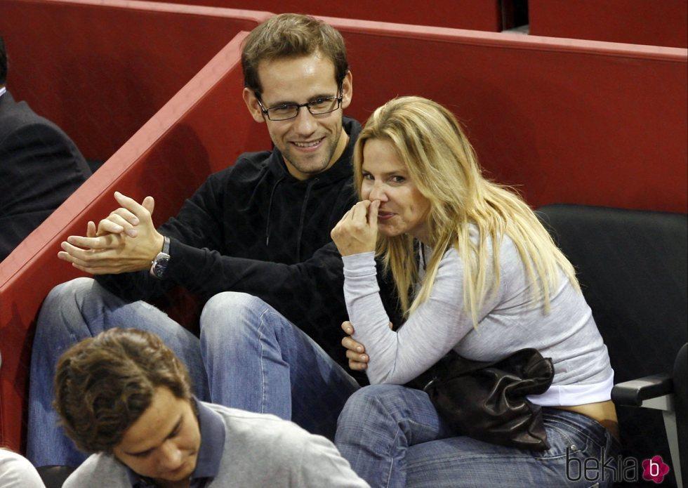 Eugenia Martínez de Irujo y Gonzalo Miró en un partido de tenis