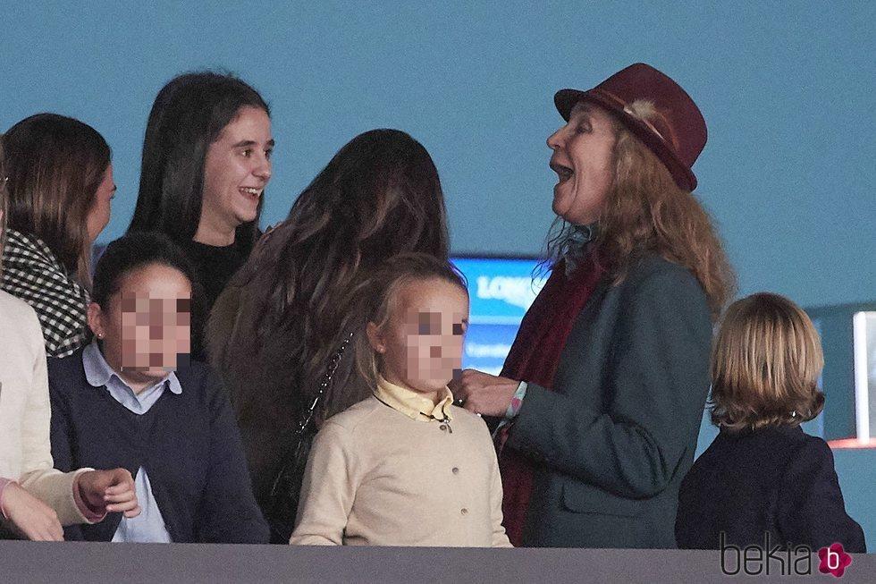 La Infanta Elena ríe divertida junto a Victoria Federica en el Madrid Horse Week 2018