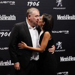 Ana Pastor y Antonio García Ferreras besándose en los premios Men's Health 2018