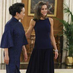 La Reina Letizia y la Primera Dama china durante una recepción en el Palacio de La Zarzuela