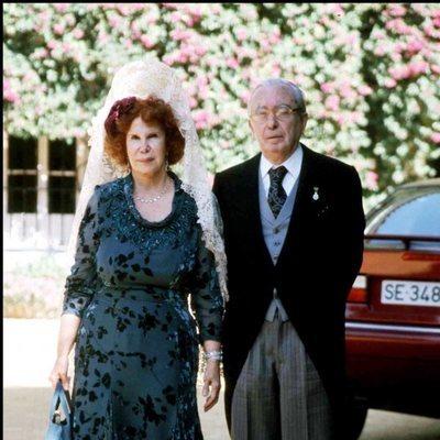 La Duquesa de Alba junto a Jesús Aguirre en la boda de Eugenia Martínez de Irujo y Fran Rivera