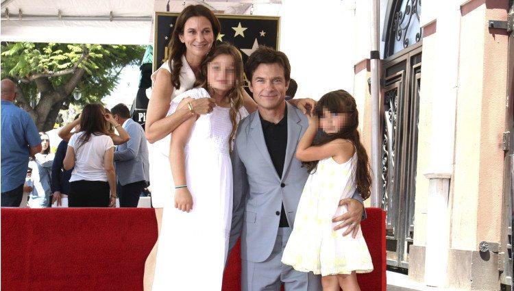 Jason Bateman junto a su familia el día que recibió su estrella en el Paseo de la Fama