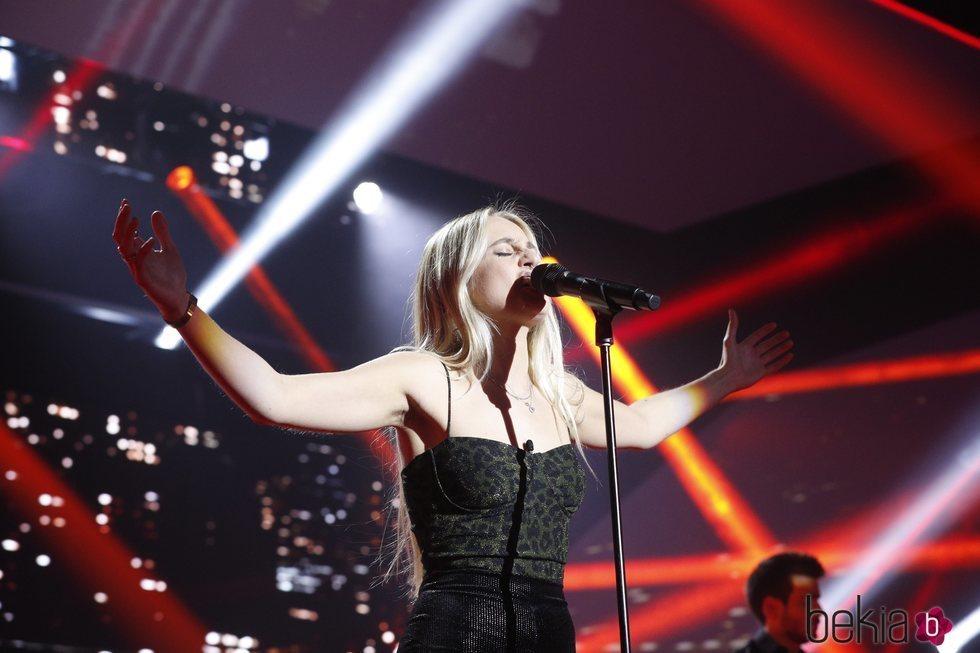 María canta 'Because the night'
