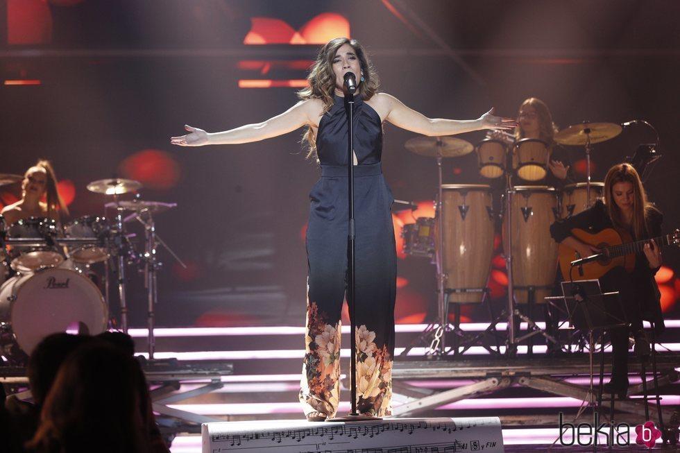 Julia canta 'A que no me dejas'