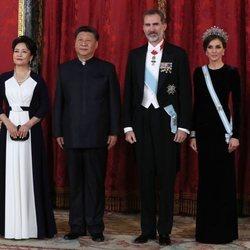 Los Reyes Felipe y Letizia con Xi Jinping y Peng Liyuan en la cena de gala por la visita del presidente de China