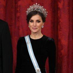 La Reina Letizia con la tiara rusa en la cena de gala al presidente de China