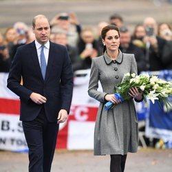 Los Duques de Cambridge durante un homenaje en Leicester