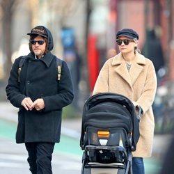 Diane Kruger y Norman Reedus pasean con su primer hijo