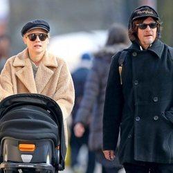 Diane Kruger y Norman Reedus paseando con su hijo