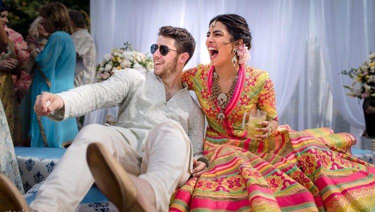 Nick Jonas y Priyanka Chopra en la celebración del Mehendi