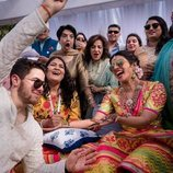 Nick Jonas y Priyanka Chopra durante la celebración del Mehendi