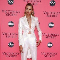 Stella Maxwell en la fiesta de emisión del Victoria's Secret Fashion Show 2018