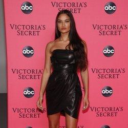 Shanina Shaik en la fiesta de emisión del Victoria's Secret Fashion Show 2018