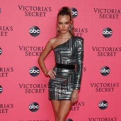Josephine Skriver en la fiesta de emisión del Victoria's Secret Fashion Show 2018